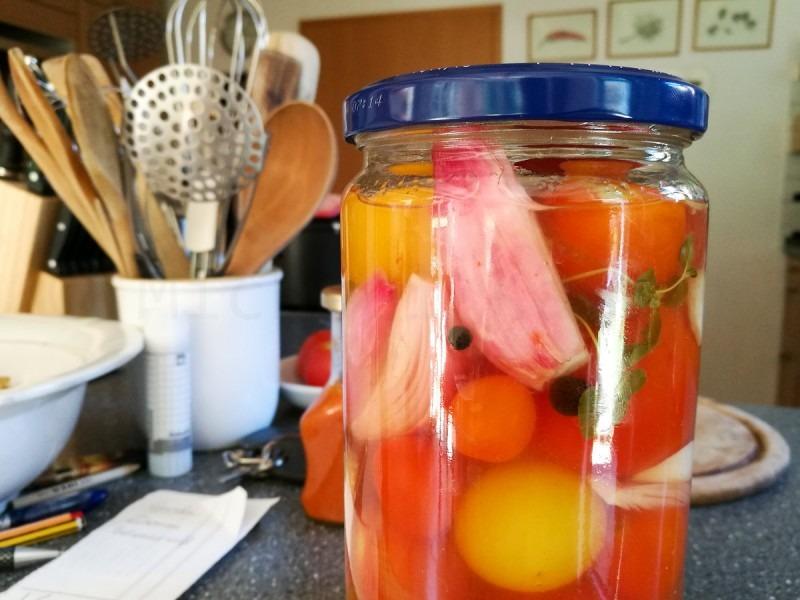 Tomaten süß-sauer eingelegt. Kann's kaum erwarten.