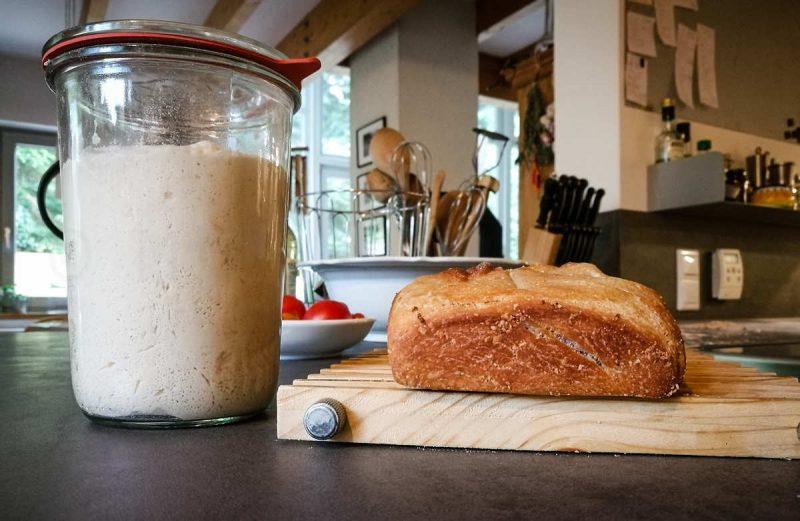Das Weißbrot müsste mindestens so hoch sein wie der Lievito. Isses aber nicht.