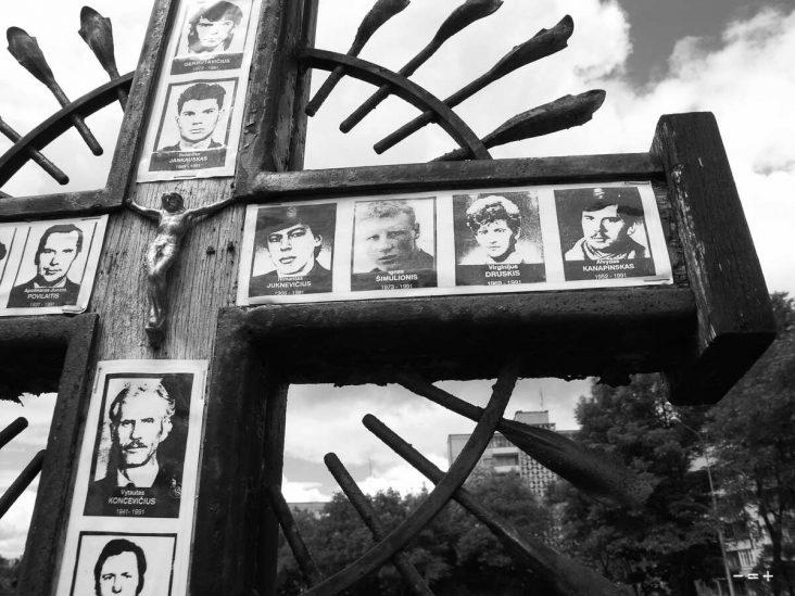 Einige der tapferen Litauer, die am Fernsehturm von Vilnius ihr Leben für die Freiheit gaben. Ich habe das Foto dort 2005 gemacht.